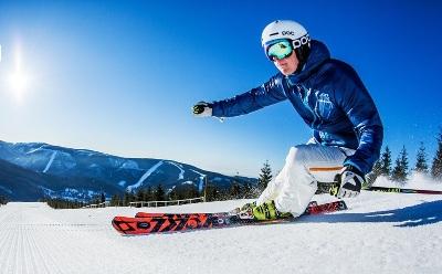 """Buďte první na sjezdovce a užijte si Fresh Track VIP ranní lyžování Špindlerův Mlýn na """"manšestru"""" spojené s bohatou horskou snídaní."""