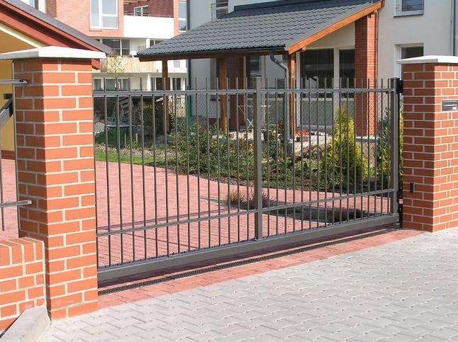 6 důvodů proč si vybrat kovový plot k rodinnému domu